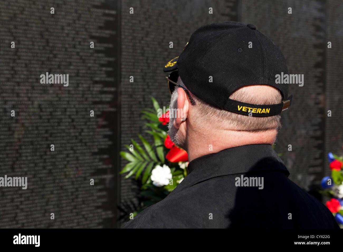 November 11, 2012: A veteran searches for a fallen soldier's name on the Vietnam War Memorial - Washington, - Stock Image