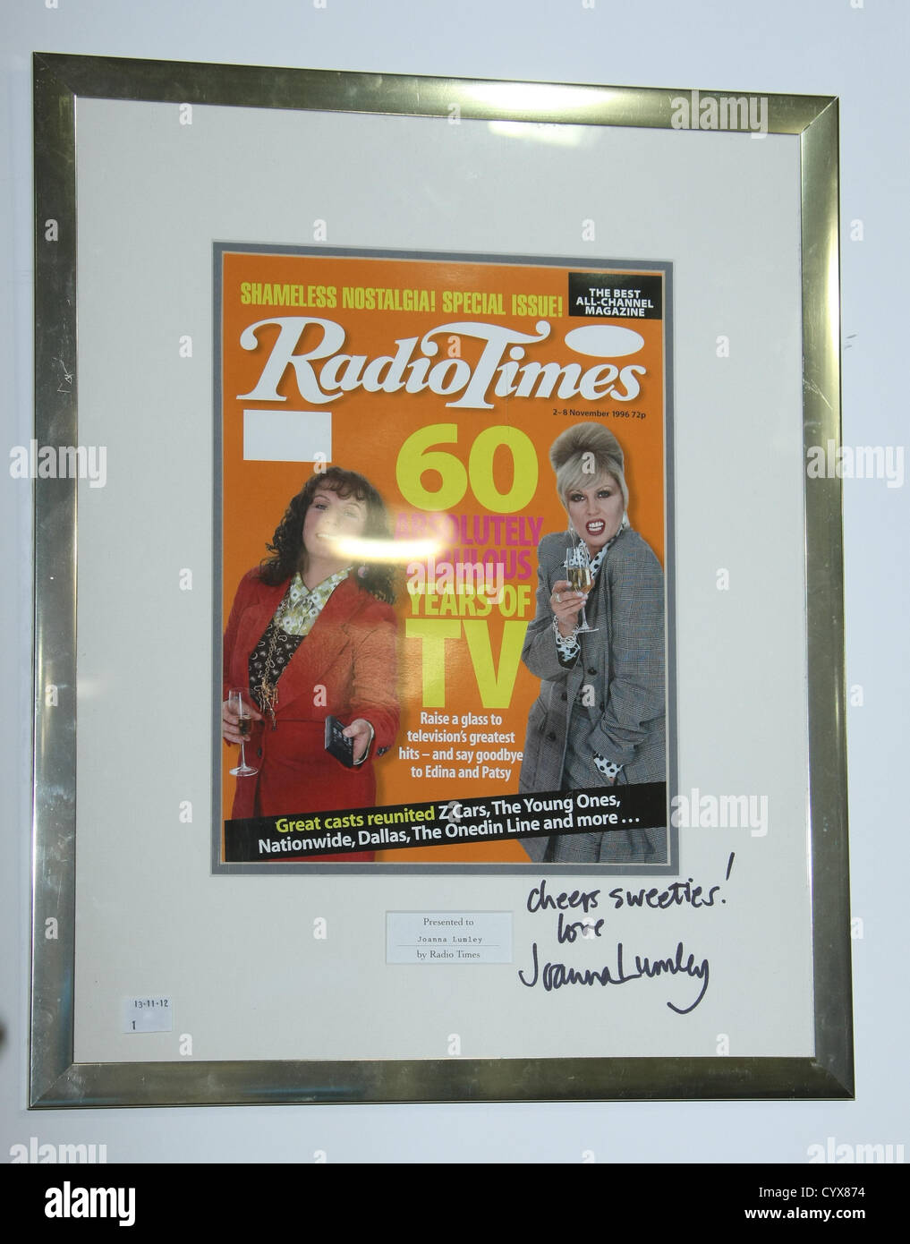 JOANNA LUMLEY SIGNED RADIO TIMES MAGAZINE THE ABSOLUTELY FABULOUS JOANNA LUMLEY AUCTION LONDON ENGLAND UK 12 November - Stock Image