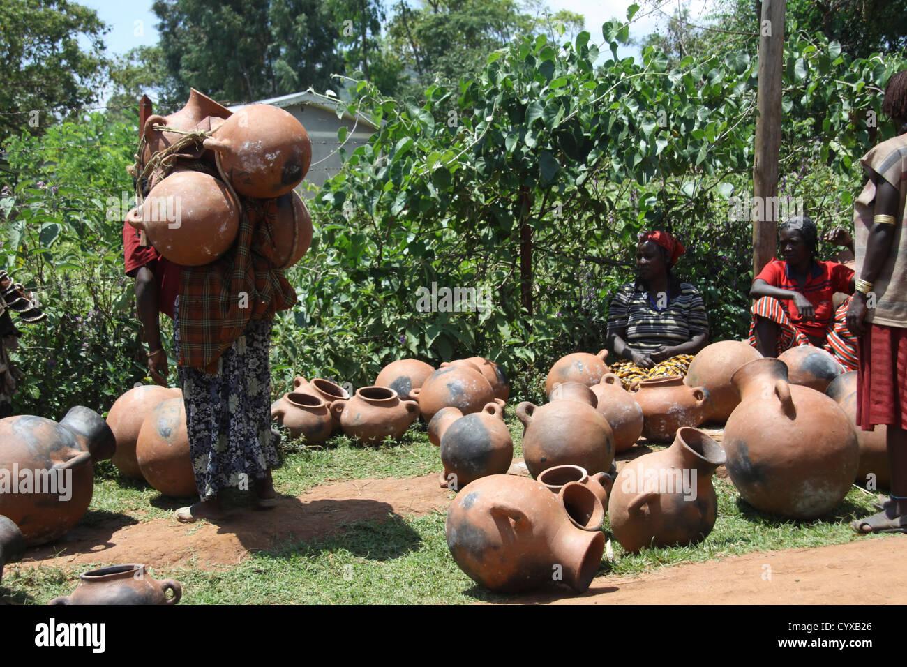Ethiopia. Omo Valley, Bana Tribe Market Terracota pots - Stock Image