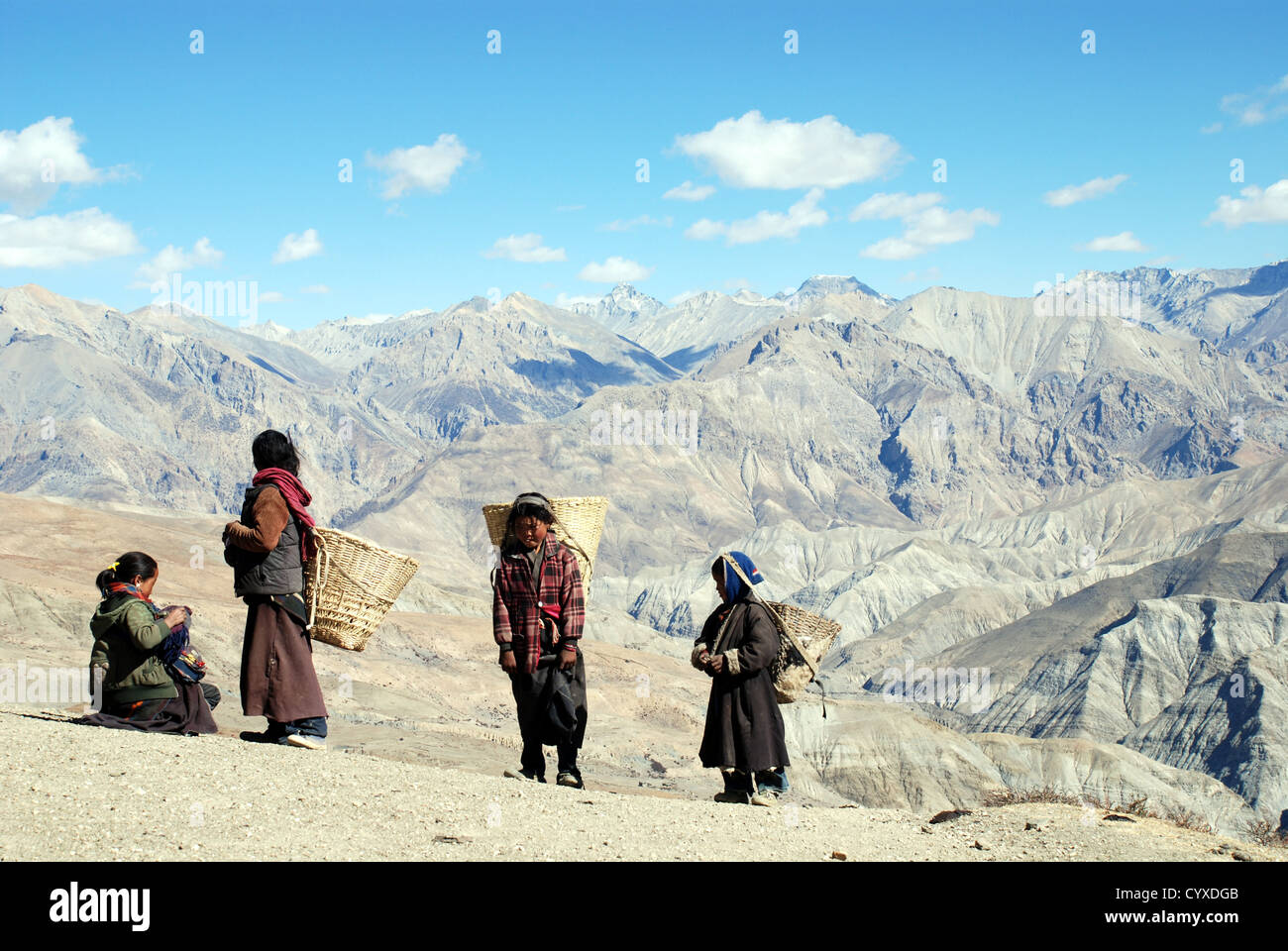 A family crossing the Shey La pass in the Inner Dolpo Himalayan region of western Nepal - Stock Image