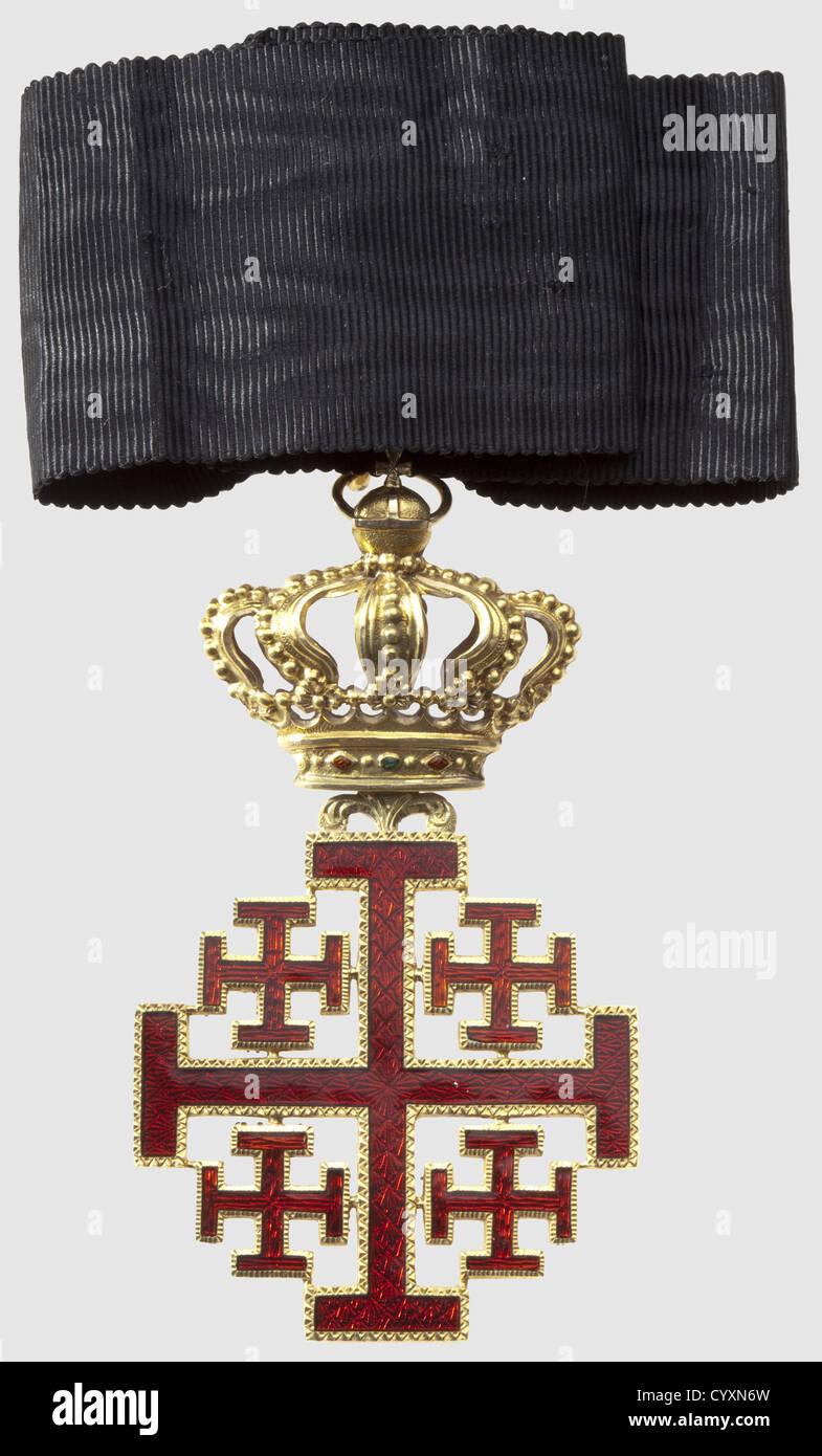 Ordre Equestre du Saint Sépulcre, commandeur du 2ème type, en or, superbe croix entièrement striée, - Stock Image