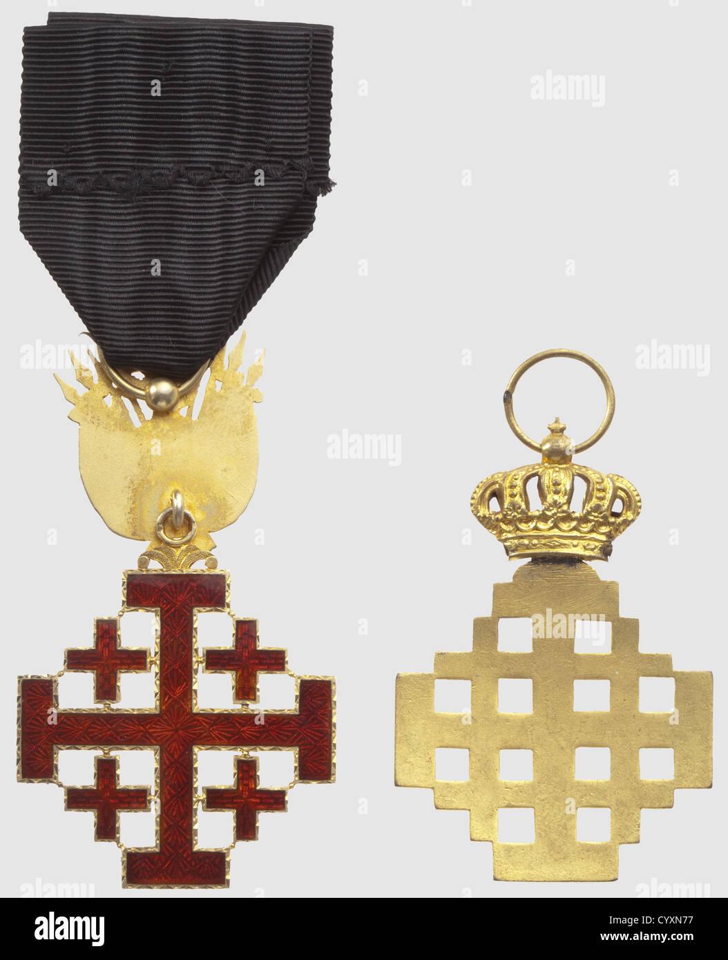 Ordre Equestre du Saint Sépulcre, chevalier, en bronze doré, du 2ème type. Chevalier, en vermeil, - Stock Image