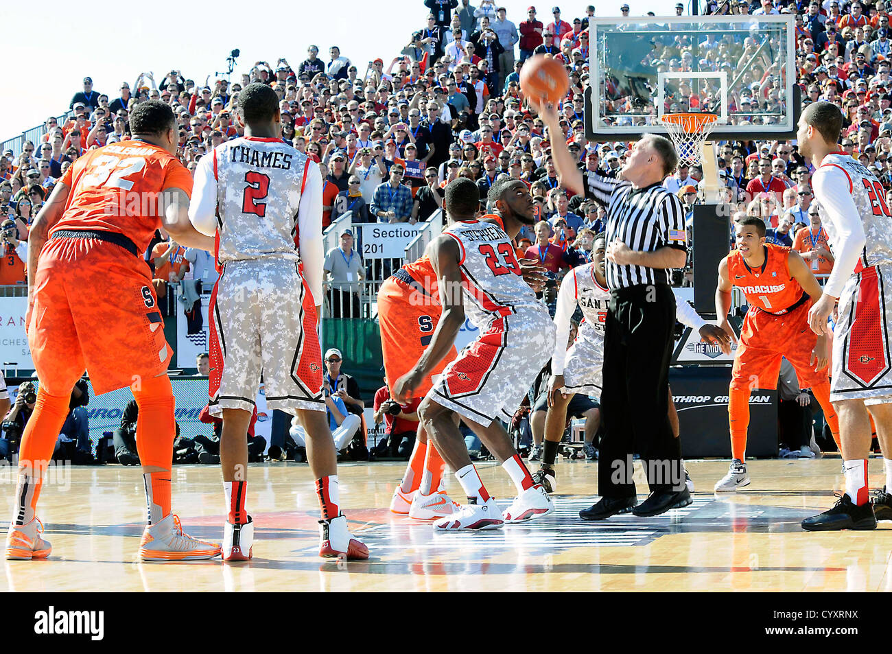 "SAN DIEGO (Nov. 11, 2012) San Diego State University and Syracuse University tip-off to start the ""Battle on the - Stock Image"