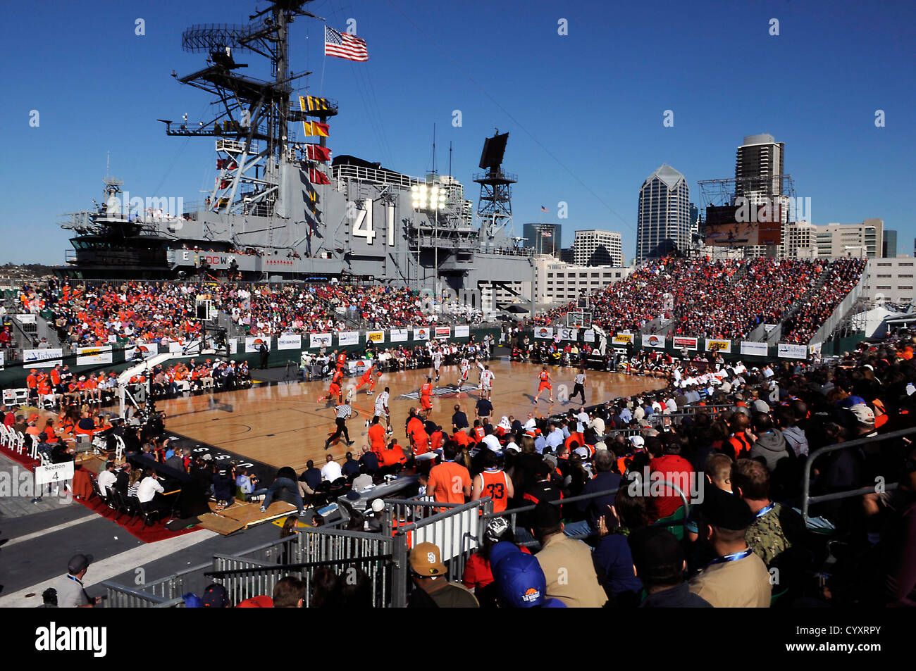SAN DIEGO (Nov. 11, 2012) Syracuse University and San Diego State University face off onboard the flight deck of - Stock Image