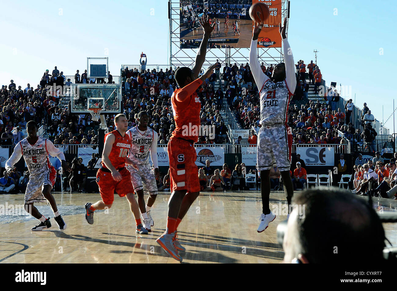 SAN DIEGO (Nov. 11, 2012) San Diego State University Jamaal Franklin, shoots over Syracuse University C. J. Fair, - Stock Image