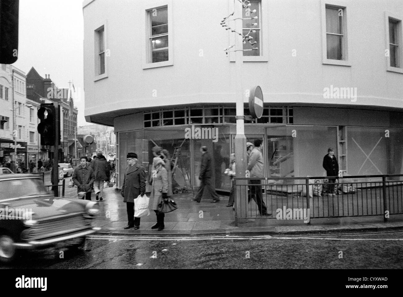 Hastings town centre in 1980 looking towards Queens road. - Stock Image