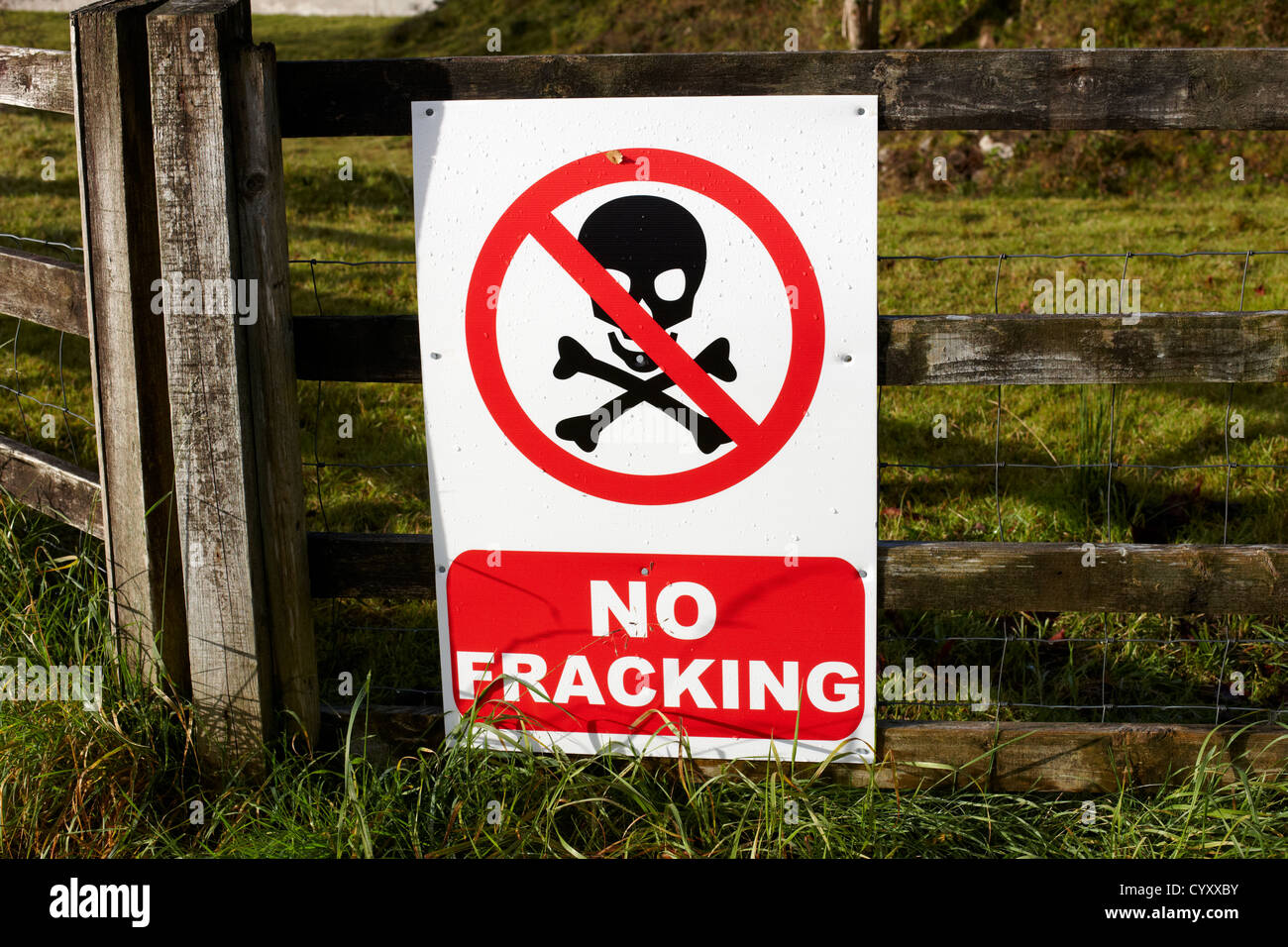 no fracking protest posters on a farmers field county fermanagh northern ireland uk - Stock Image