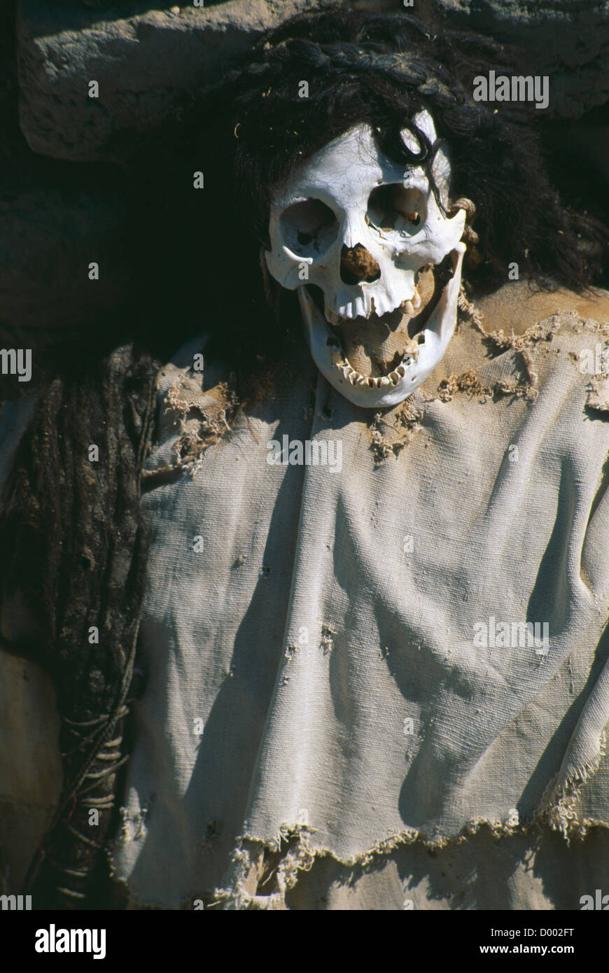 PERU, Ica Administrative Division, Mummified body in a Nazca cemetery. - Stock Image