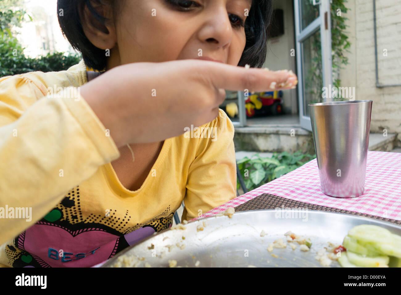 Girlss useing food girl bugil