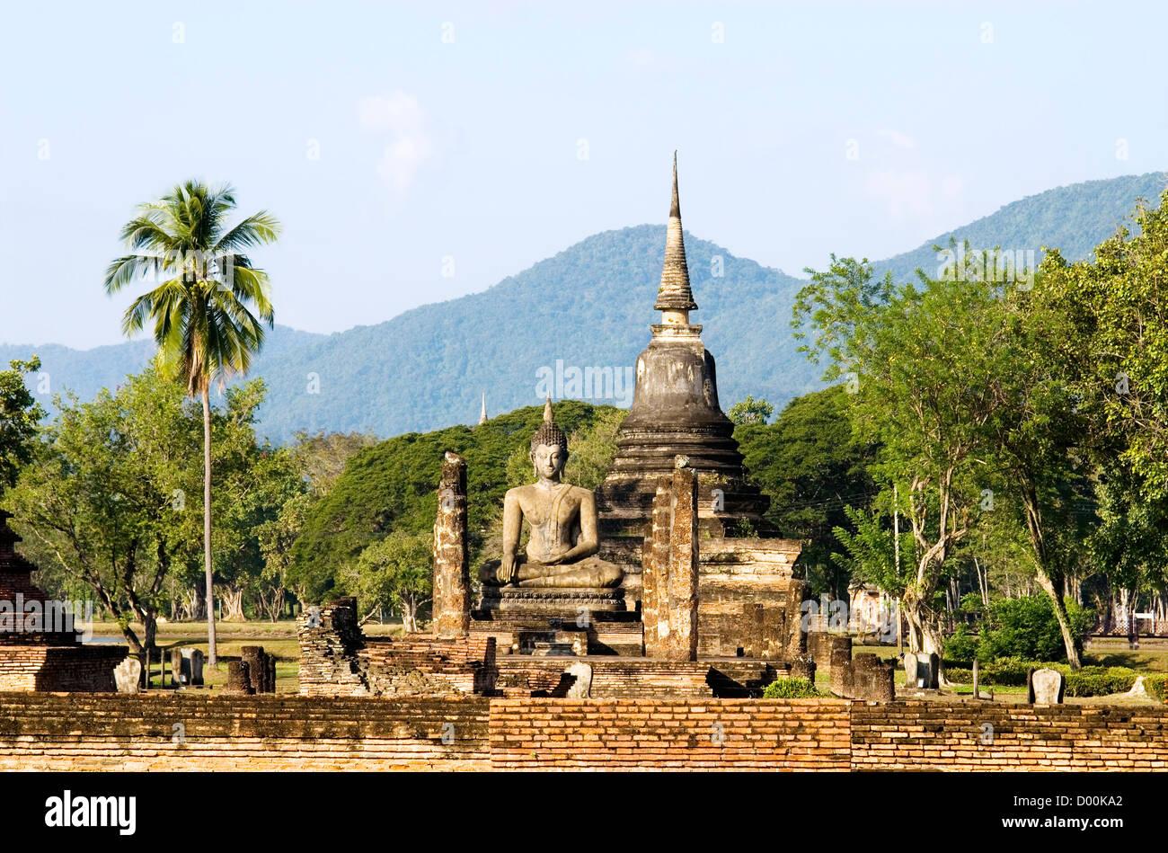 Wat Mahathat, Sukhothai Historical Park, Thailand | Wat Mahathat, Sukhothai Geschichtsparks Sukhothai, Thailand Stock Photo