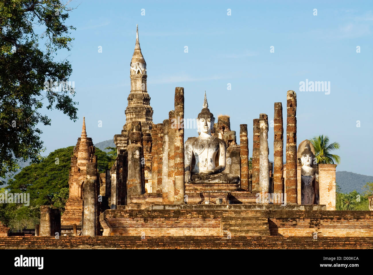 Wat Mahathat, Sukhothai Historical Park, Thailand   Wat Mahathat, Sukhothai Geschichtsparks Sukhothai, Thailand Stock Photo
