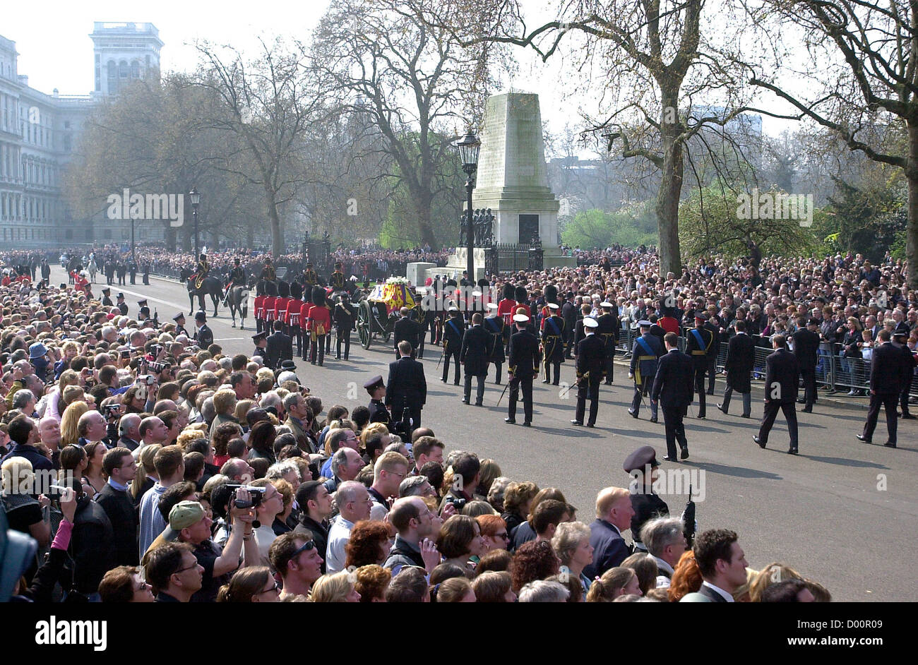 The Coffin Of The Queen Mother Stock Photos & The Coffin Of