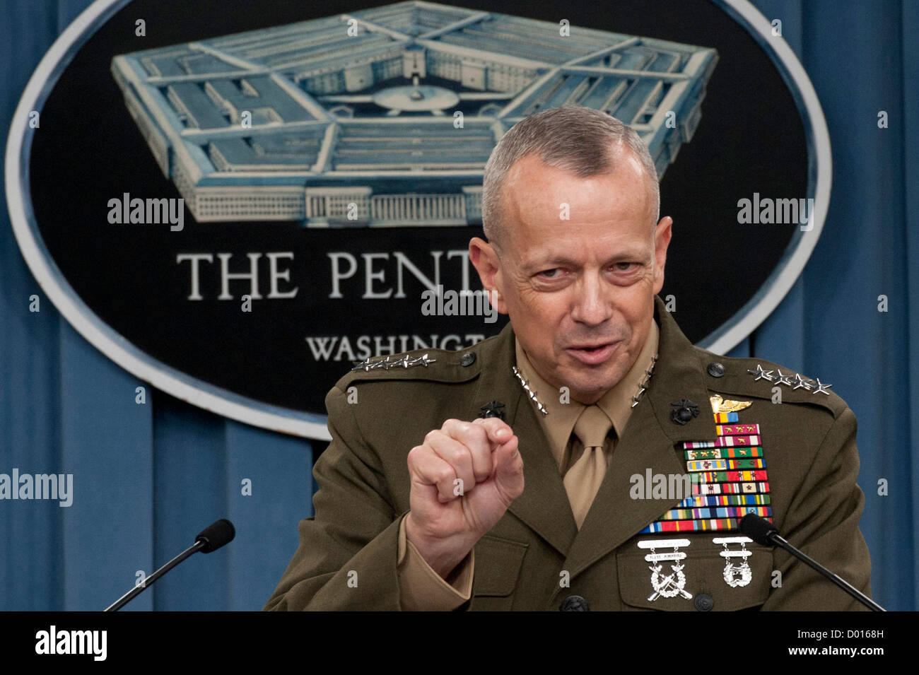 120326-D-BW835-139 Commander International Security Assistance Force and U.S. Forces Afghanistan Gen. John R. Allen, - Stock Image