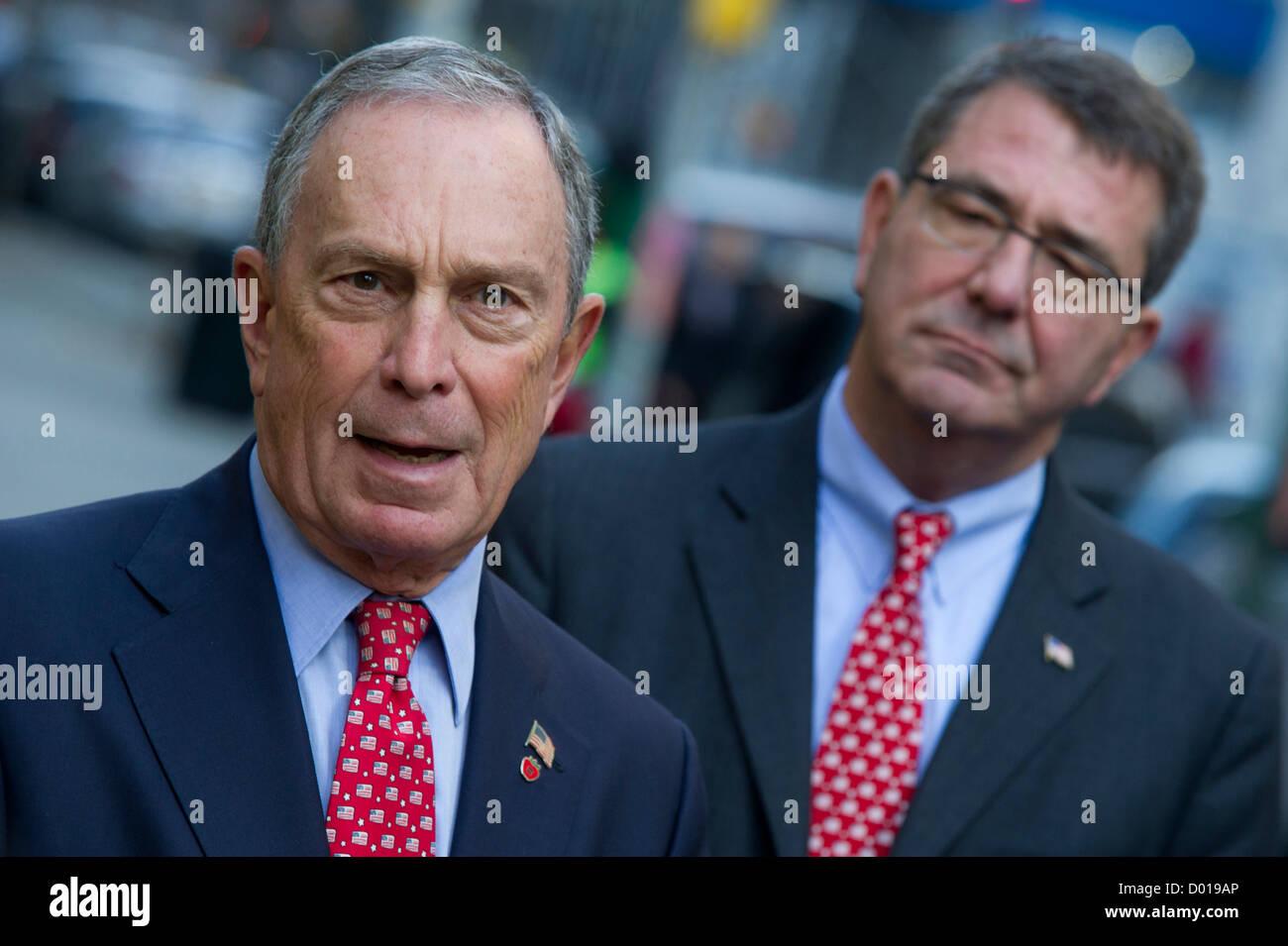 New York City Mayor Michael Bloomberg and Secretary of Defense Ashton B. Carter (right) talk to the media prior - Stock Image