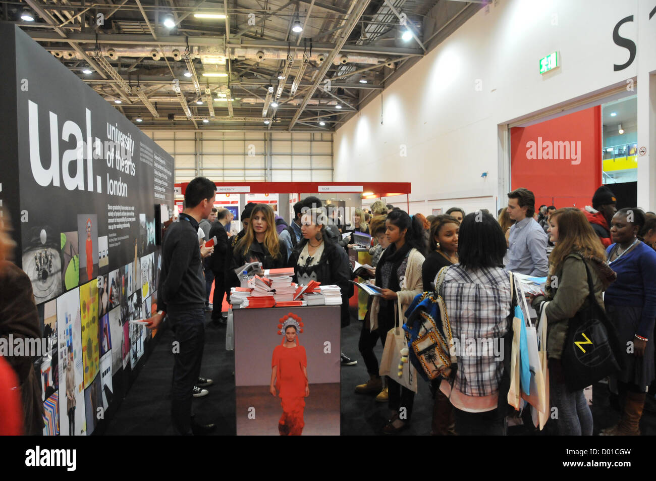 Excel, London, UK. 14th November 2012. Sixth form and FE students visit the stands to get information about Degree - Stock Image