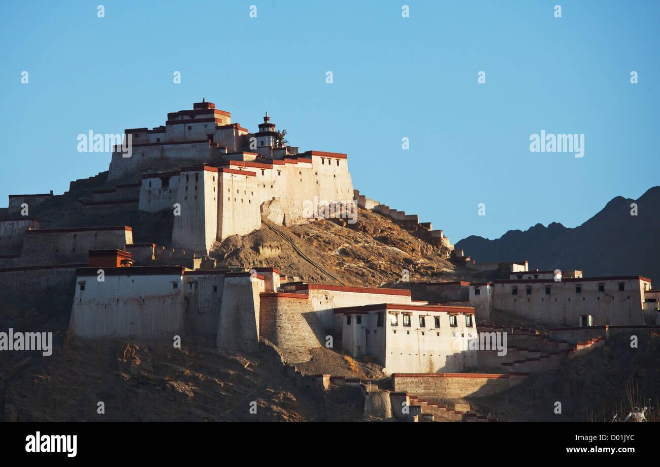 Ancient tibetan fortress in  Gyantse, Tibet - Stock Image