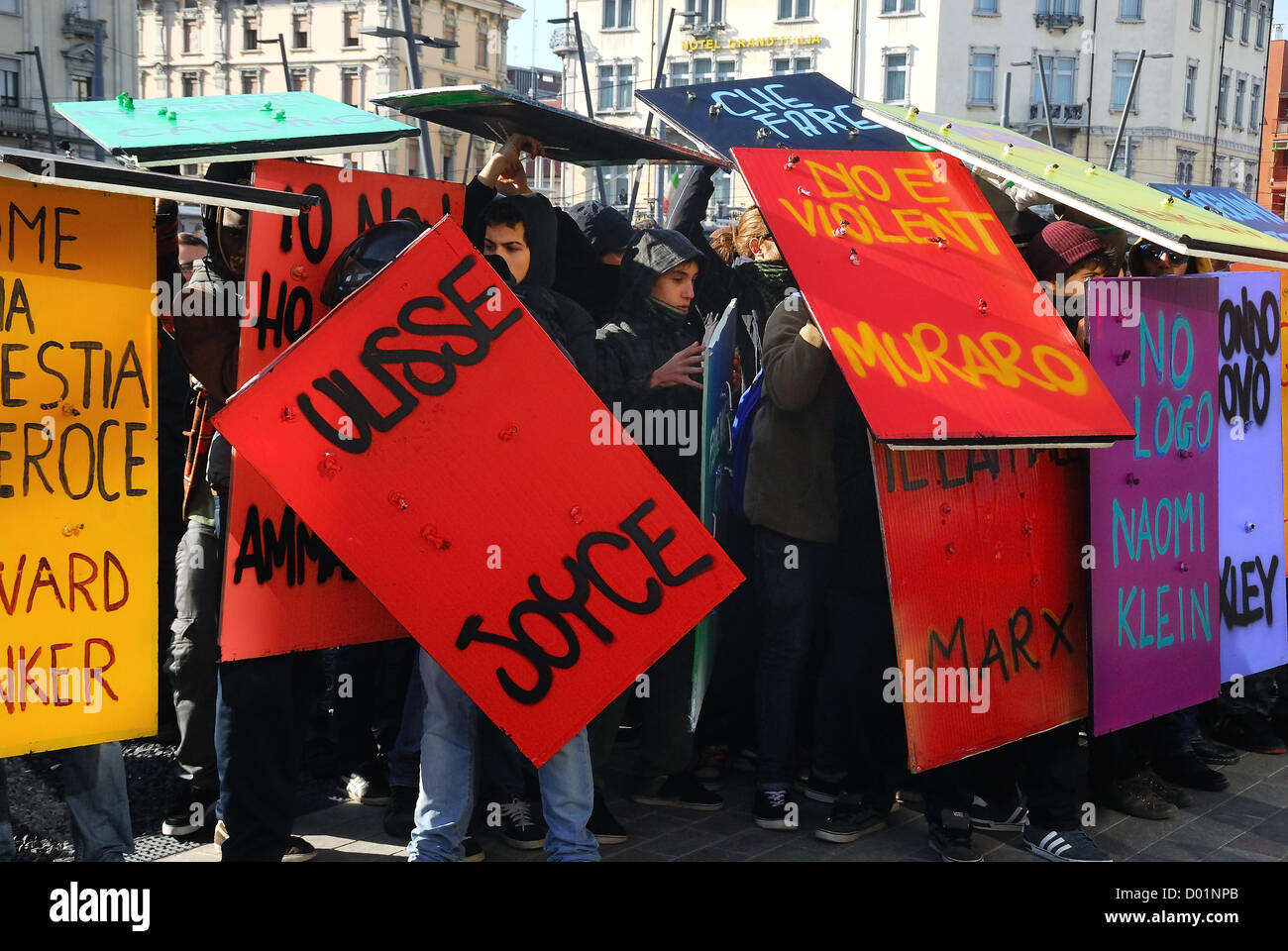 Padua, italy, November 14th 2012 : European general strike. Clashes with policemen. - Stock Image