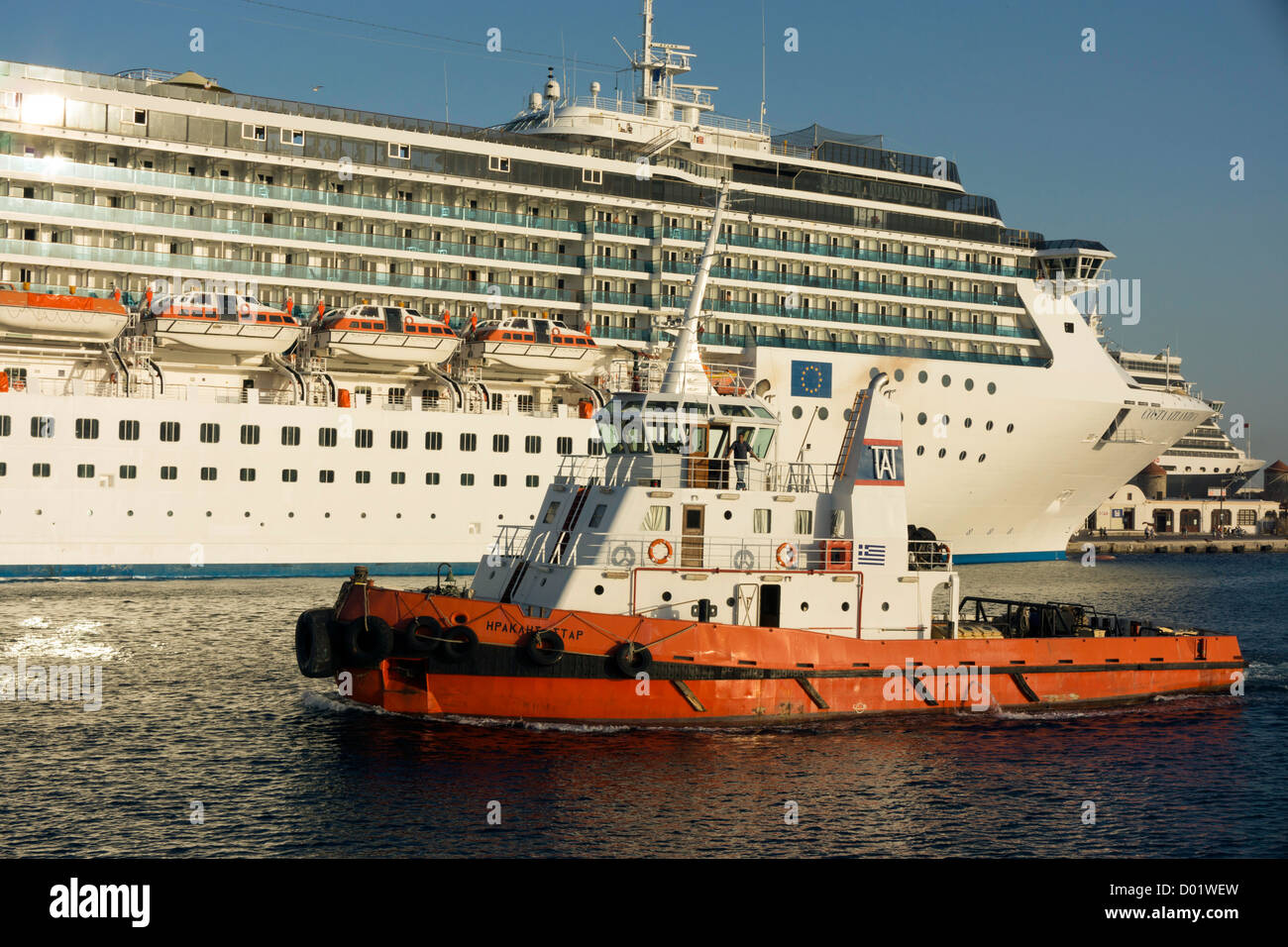 Cruise liners and tug boat in Rhodes, Rhodos, harbour - Stock Image