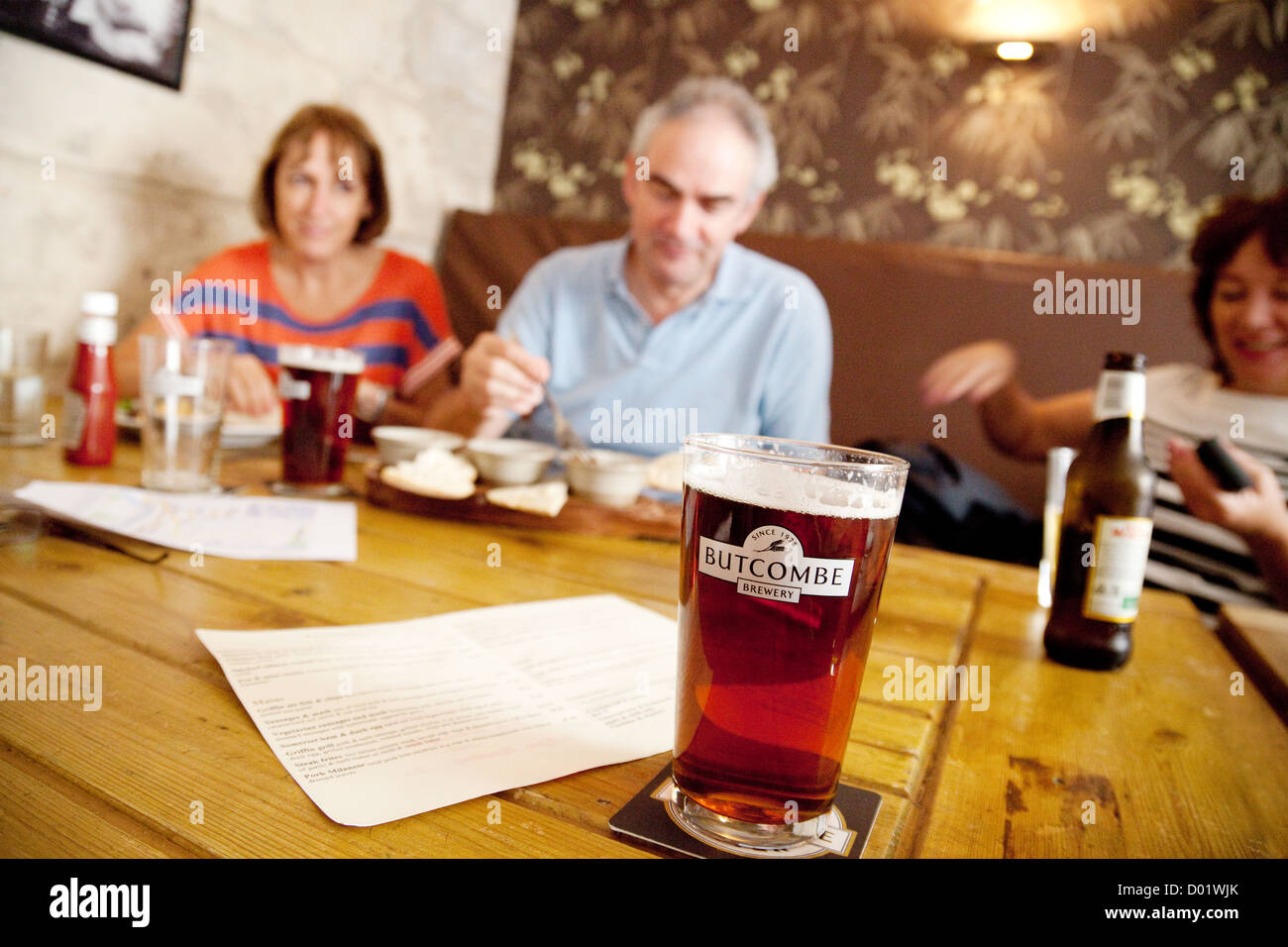 people drinking a pint of Butcombe beer real ale, the Griffin Inn, bath Somerset UK - Stock Image