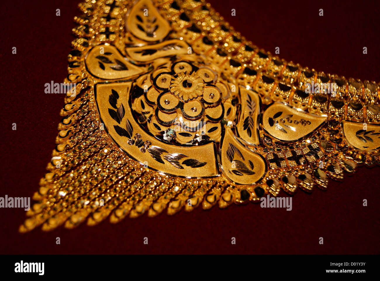 Gold jewellery Ornaments Golden Necklace Closeup View of Jewel Designs - Stock Image