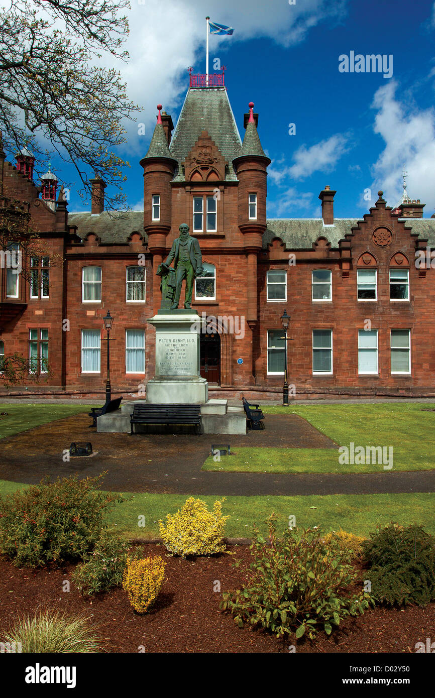 The Municipal Buildings and Peter Denny statue, Dumbarton - Stock Image