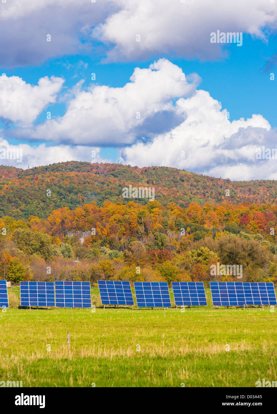 HINESBURG, VERMONT, USA - Solar panels for electrical power on farm land. - Stock Image