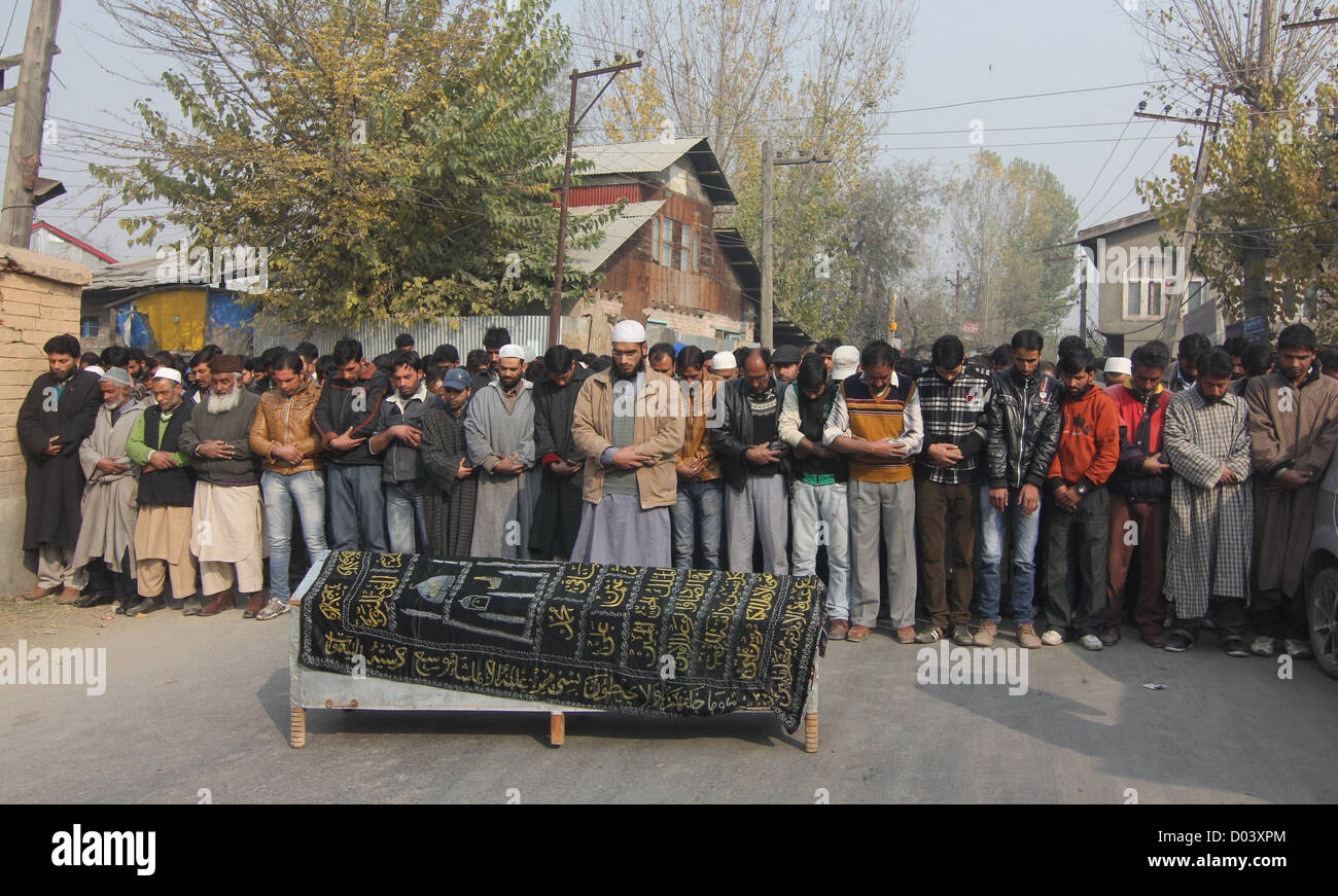 Nov. 16, 2012 - Kashmiri Muslims offer funeral prayers during the funeral of  Mushtaq Ahmad Sheikh,SellMan of liquor - Stock Image