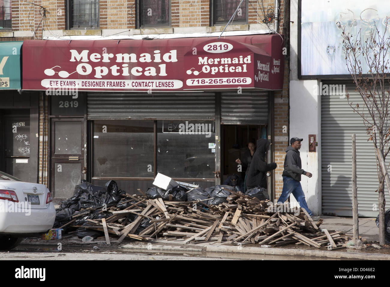 New York, USA. 14th November 2012. Almost three weeks after Hurricane Sandy the cleanup and hardship goes on. Coney - Stock Image