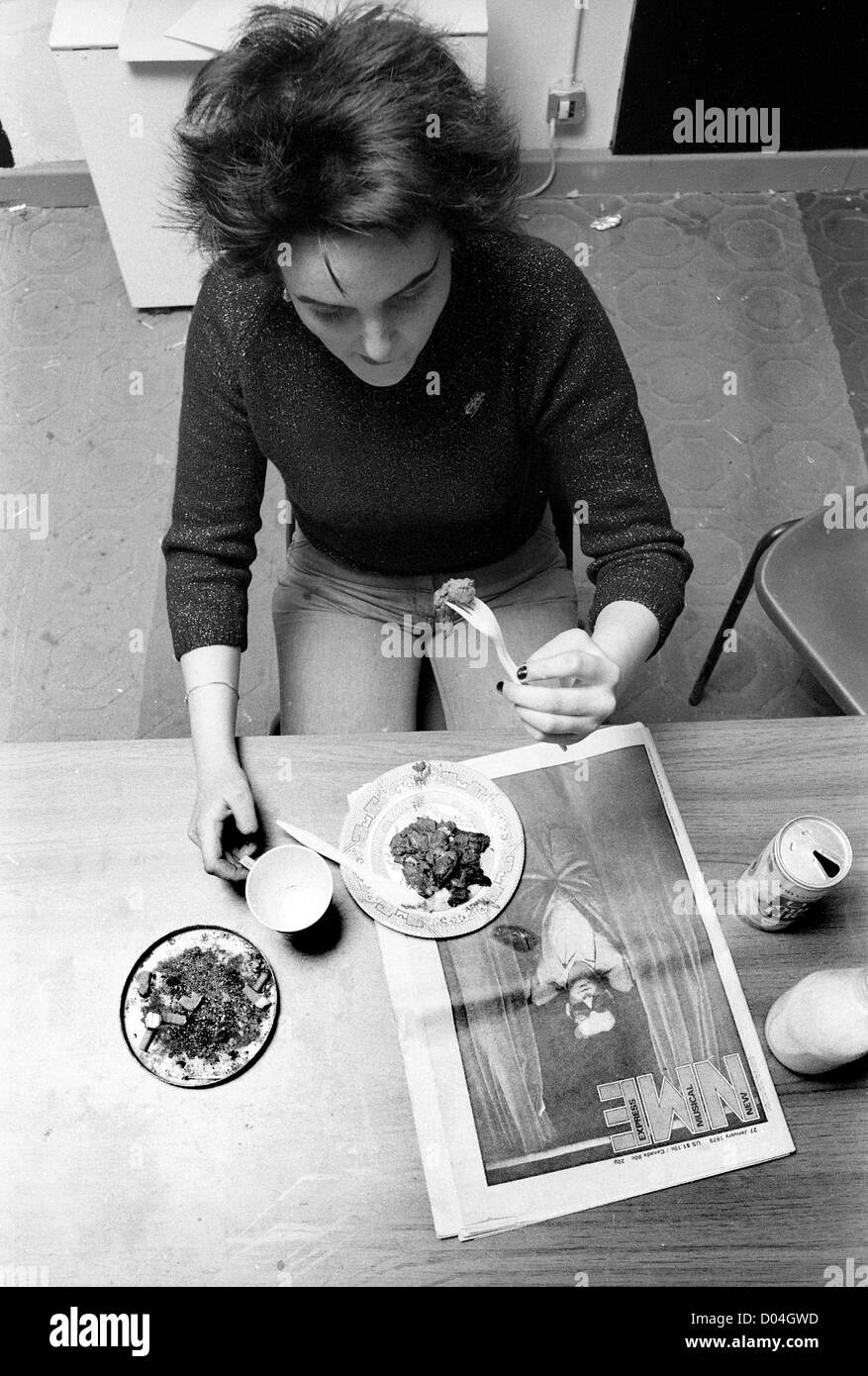 Teenage girl reading the NME while eating lunch 27/1/79 PICTURE BY DAVID BAGNALL - Stock Image