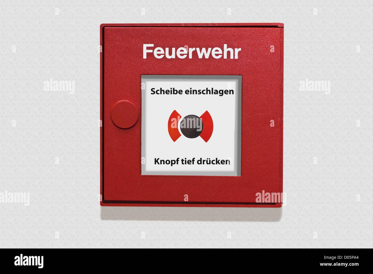 Detailansicht eines deutschen Feuermelders | Detail photo of a German fire alarm box - Stock Image