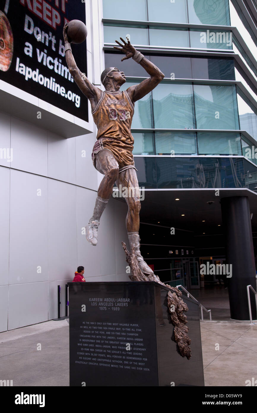 Los Angeles, USA. 17th November 2012. A nearly 16 foot statue captured in bronze, of Kareem Abdul-Jabbar was unveiled - Stock Image