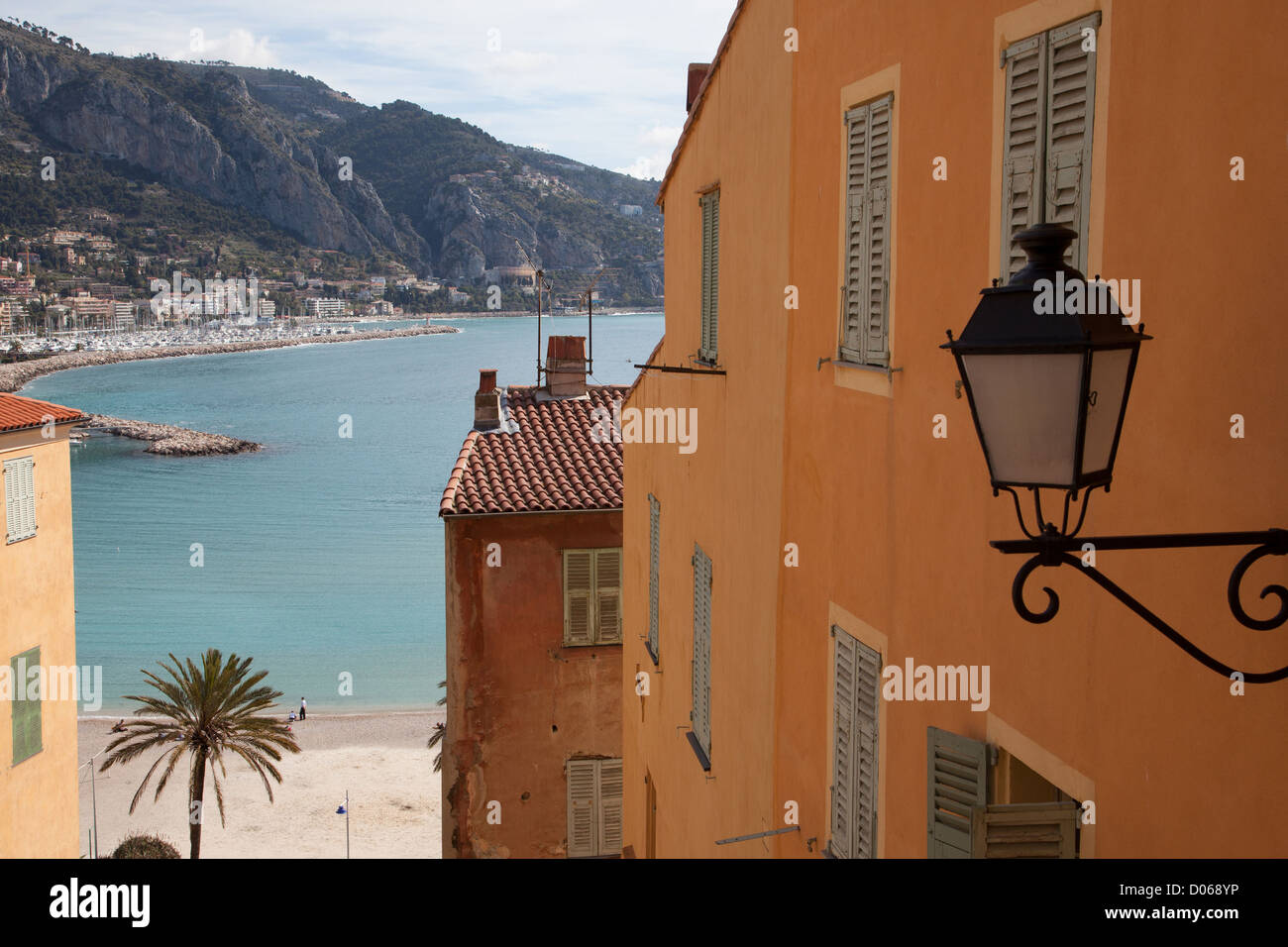 COLOURFUL HOUSES THE BONAPARTE QUAY AND OLD TOWN OF MENTON ALPES-MARITIMES (06) FRANCE - Stock Image