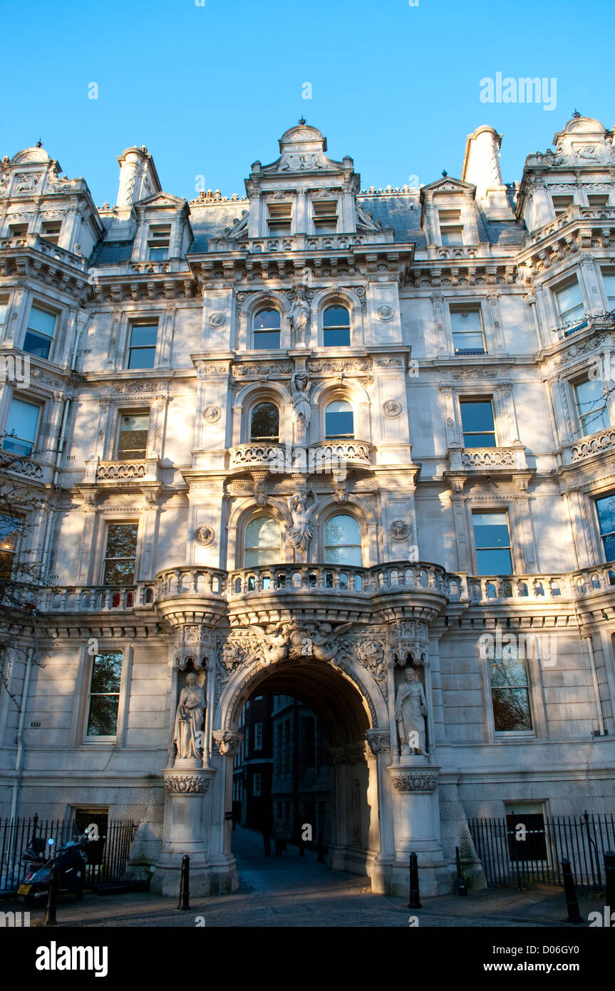 Entrance building to the Temple from Victoria Embankment, London, UK - Stock Image