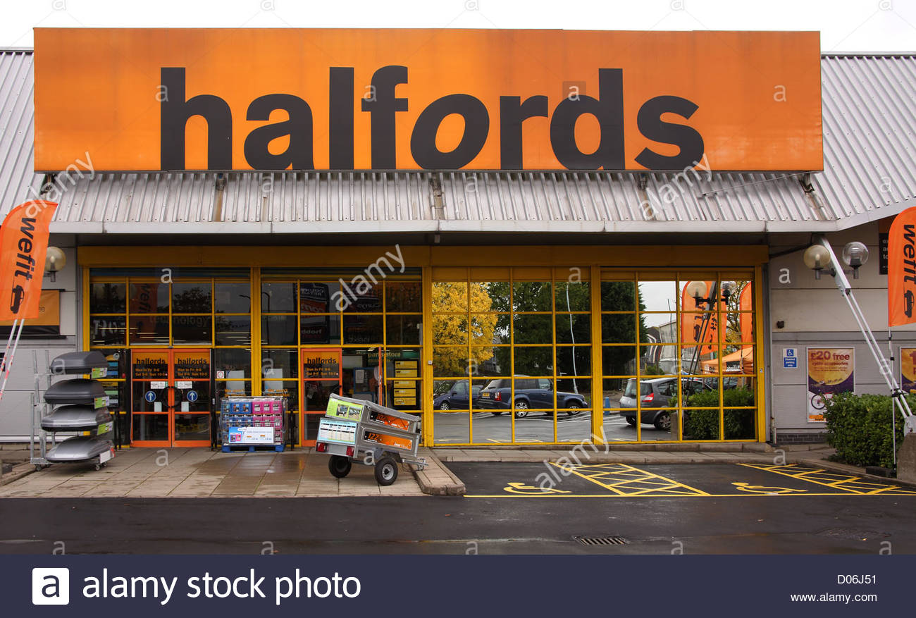 halfords at county oak retail park in crawley - Stock Image