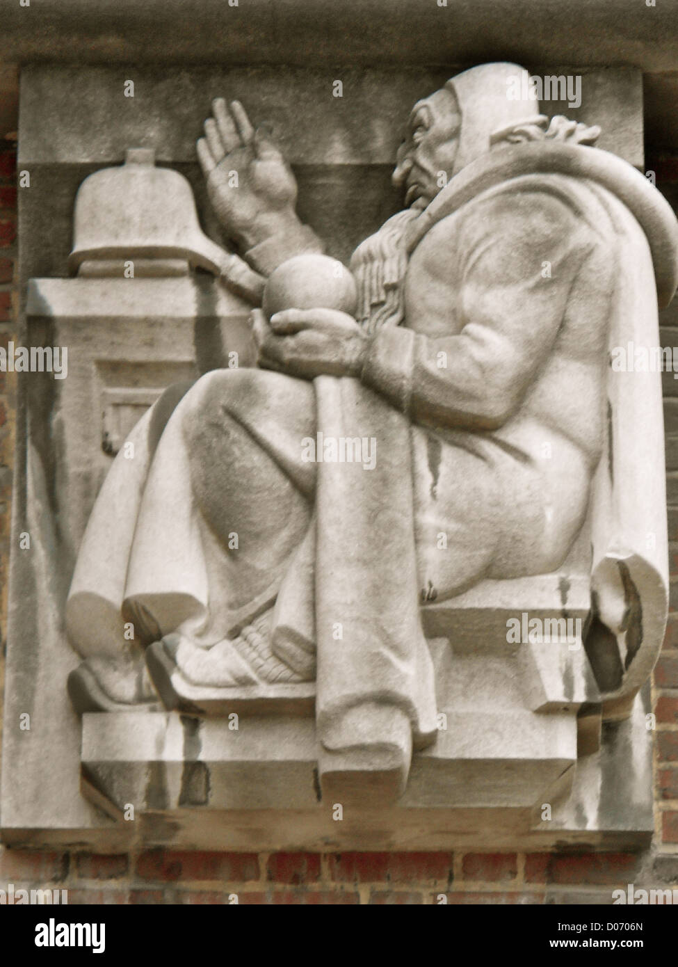 The Alchemist by Donald De Lue , installed 1940 on the University of Pennsylvania Chemistry Building as a Limestone - Stock Image