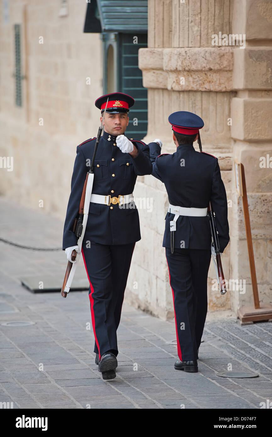 Sentries on guard duty outside the Grandmasters Palace, Valletta, Malta - Stock Image