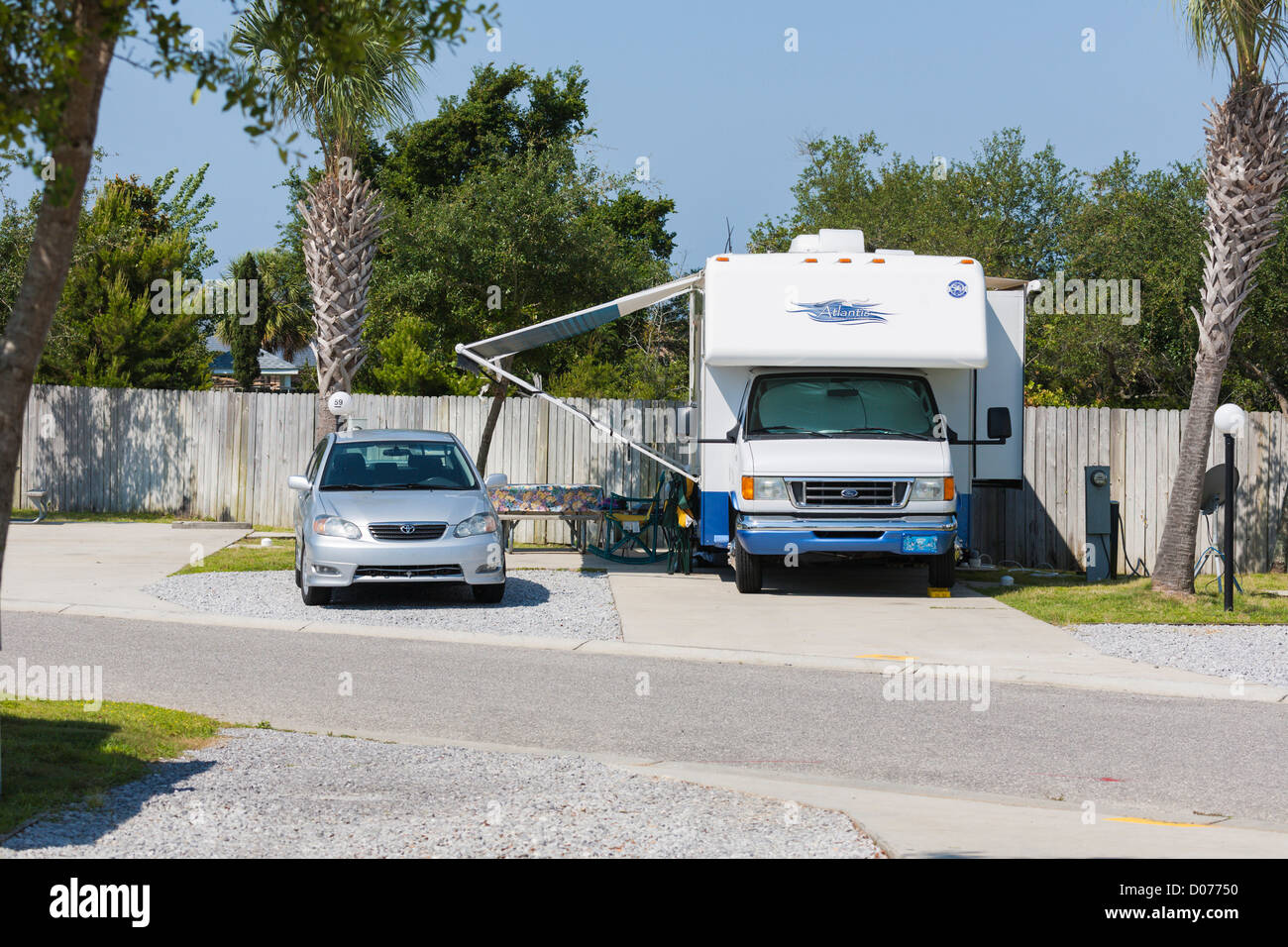 Car and motorhome parked at RV Resort in Navarre, Florida - Stock Image