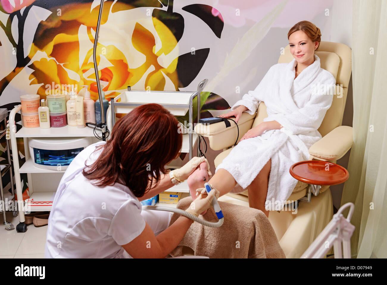 woman spa salon treatment procedure health beauty body wellness - Stock Image