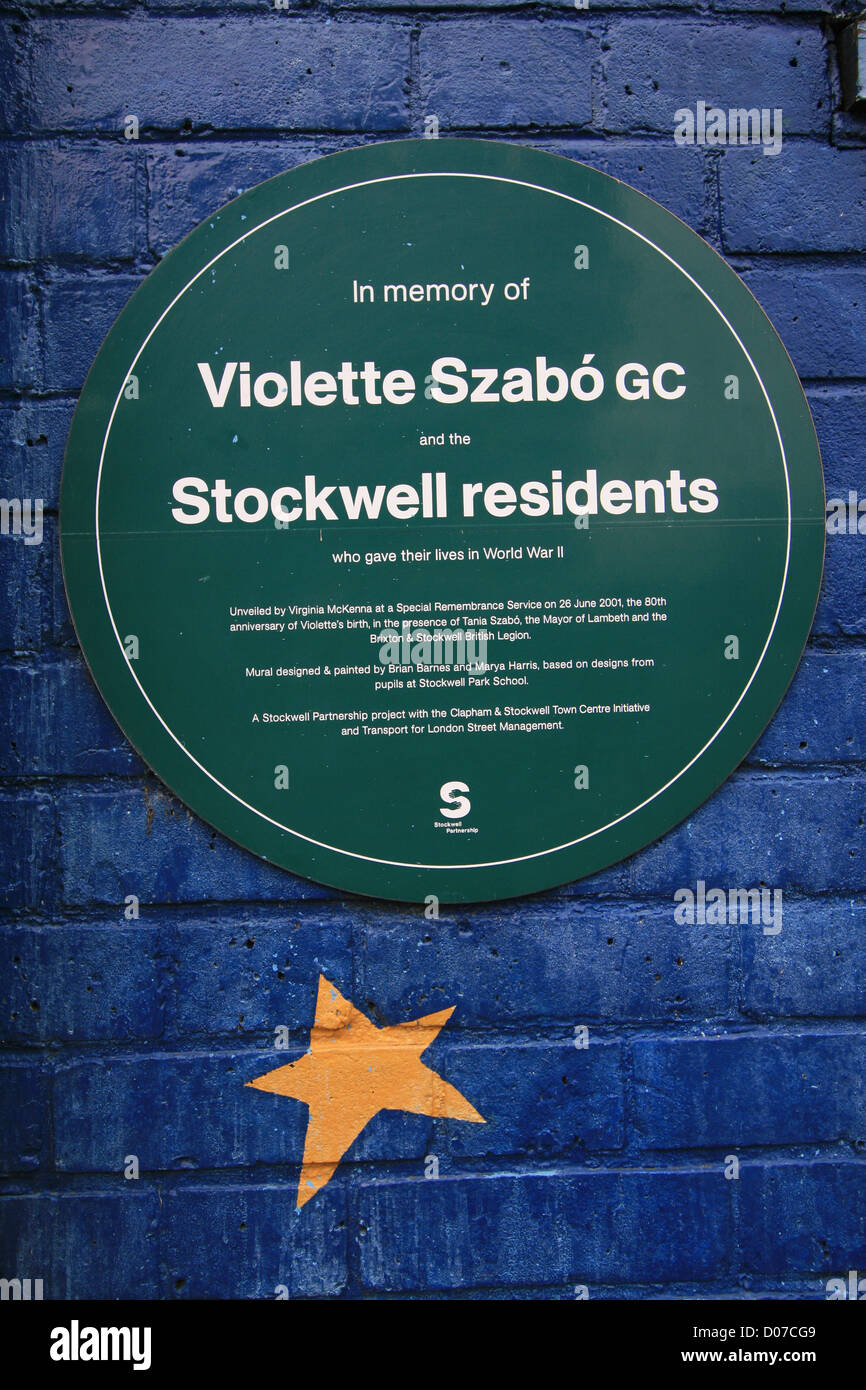 A plaque commemorating Violette Szabo and the Stockwell residents who gave their lives in World War II. - Stock Image