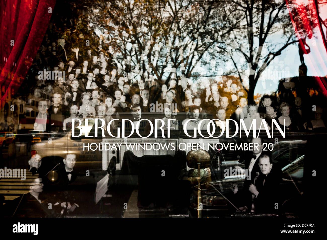New York, USA. 19th November 2012. Fifth Avenue department store Bergdorf Goodman uses a display window to announce - Stock Image