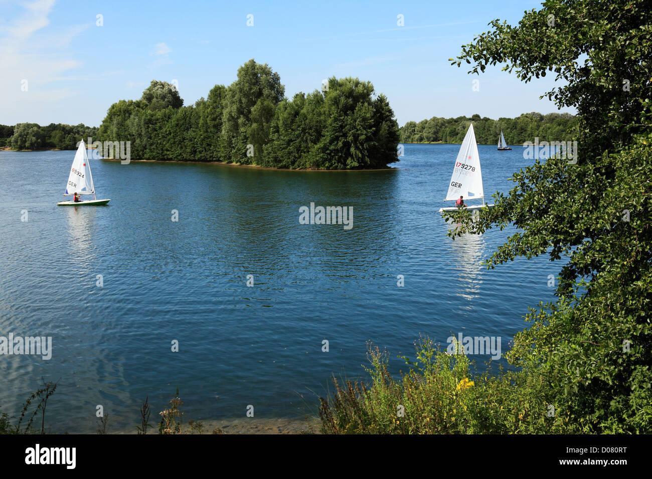 Segelboote auf dem Elfrather See in Krefeld-Uerdingen, Niederrhein, Nordrhein-Westfalen - Stock Image