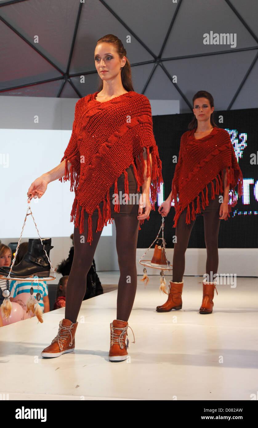 D-Krefeld, Rhine, Lower Rhine, Rhineland, North Rhine-Westphalia, NRW, Fashionworld 2012, street fashionshow, catwalk, - Stock Image