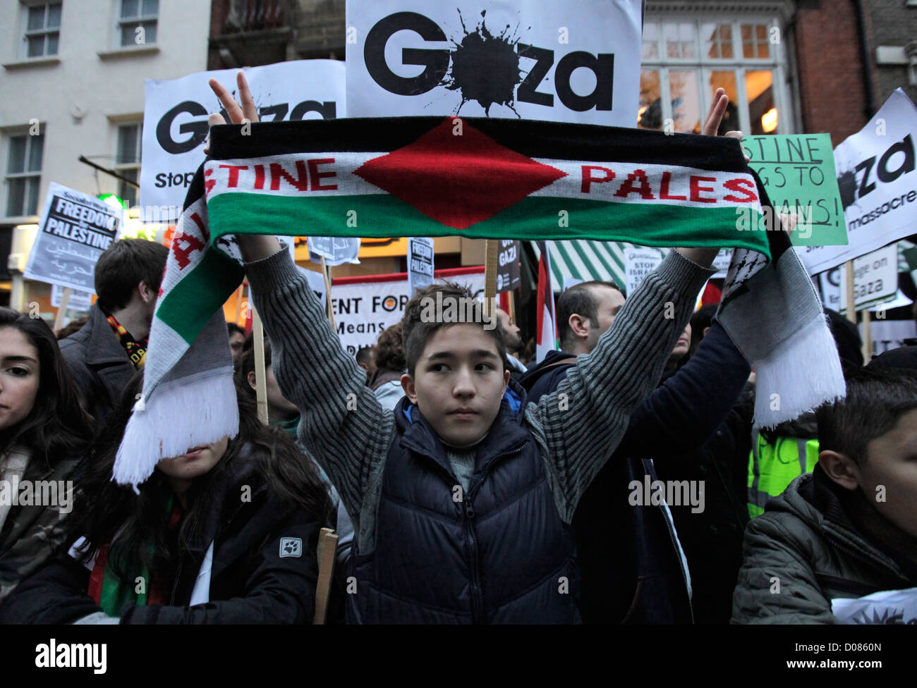 © Rich Bowen Photography. 17/11/2011. London, U.K. British muslims and supporters of palestine hold a rally  in Stock Photo