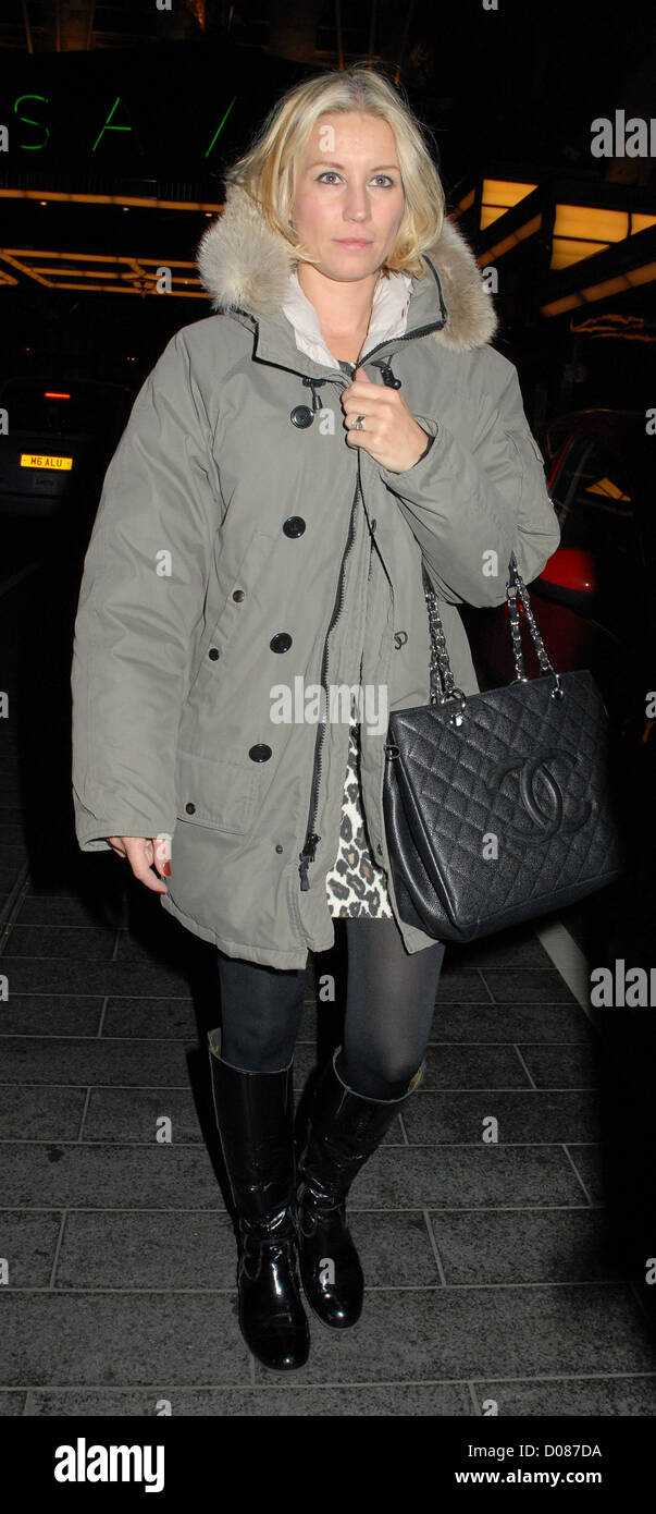 Denise Van Outen wearing makeup leaving the Savoy Theatre after appearing in 'Legally Blonde The Musical' - Stock Image