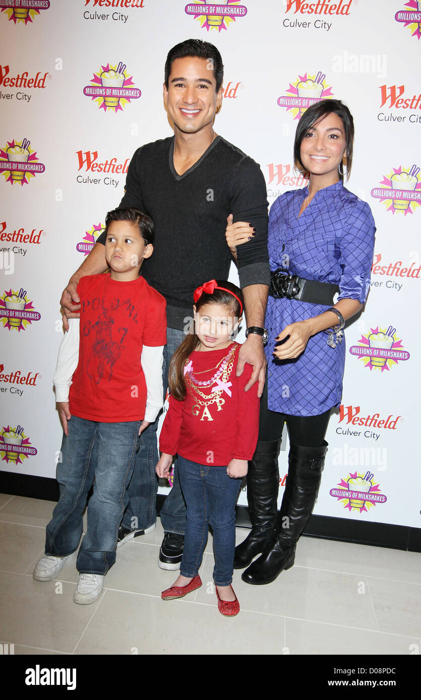 Mario Lopez Girlfriend Courtney Mazza And His Family Visit
