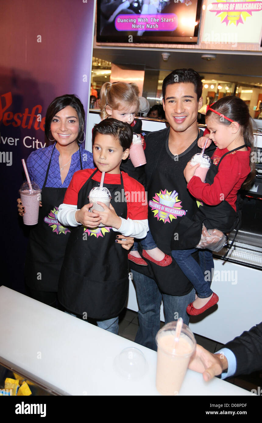 Mario Lopez Girlfriend Courtney Mazza And His Family Visit Millions Stock Photo Alamy