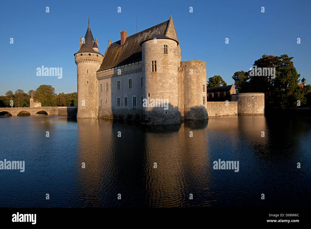 THE RENAISSANCE CHATEAU OF SULLY-SUR-LOIRE AT SUNSET LOIRET (45) FRANCE - Stock Image