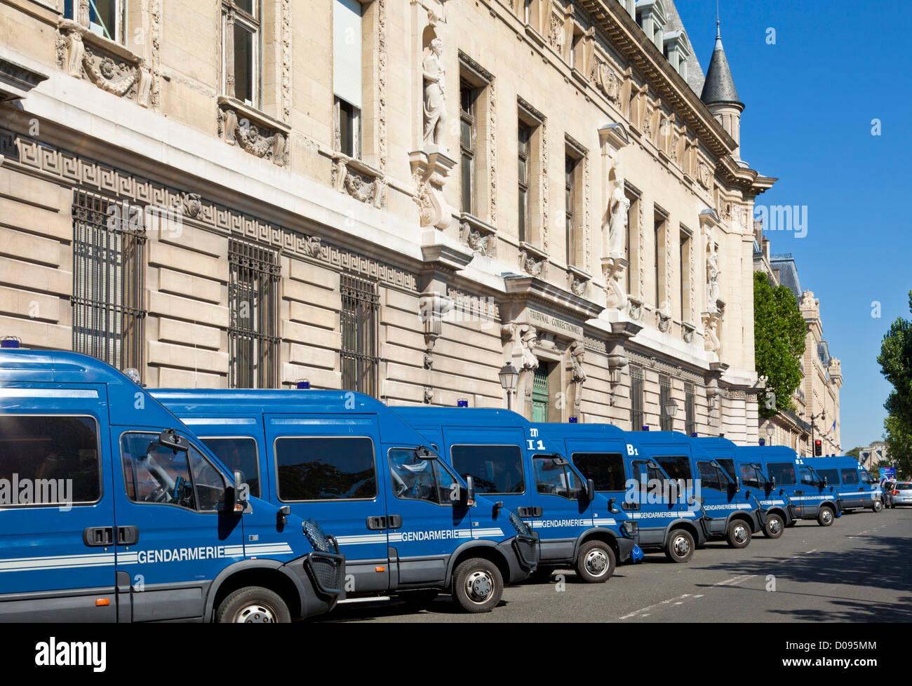 Gendarmerie blue police vans outside the Prefecture de Police Quai de la Marche Neuf Ille de la Cite Paris France - Stock Image