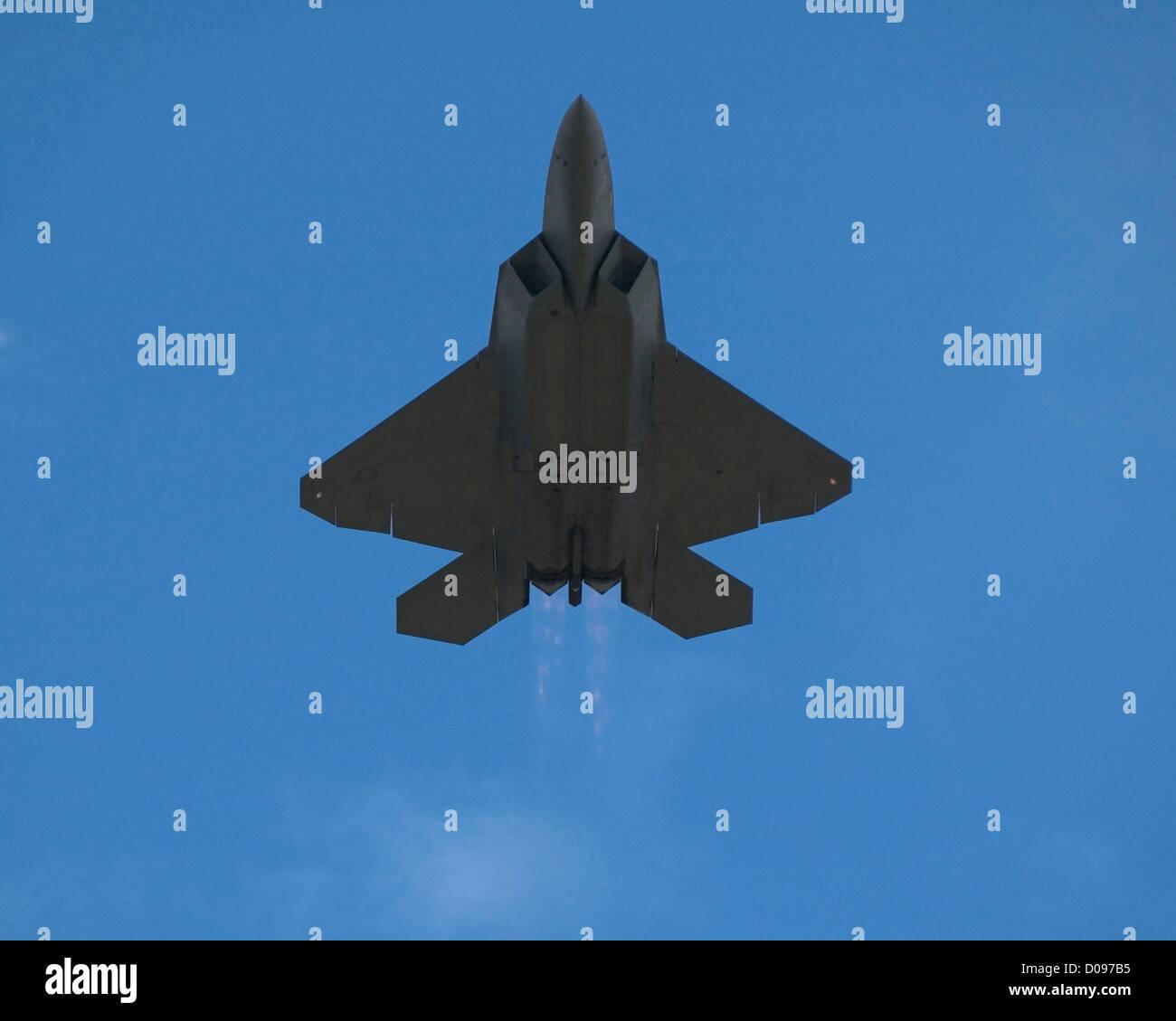 F-22 flying demo at the 2008 Farnborough International Airshow - Stock Image