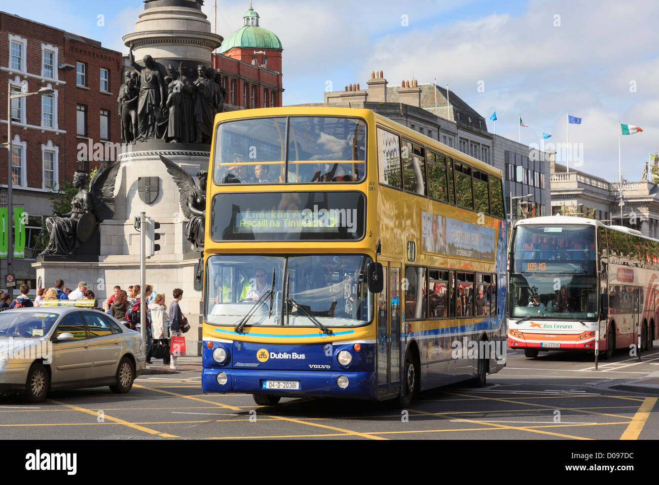 Double decker bus passing the Daniel O'Connell Monument on O'Connell Street, Dublin, Southern Ireland, Eire - Stock Image